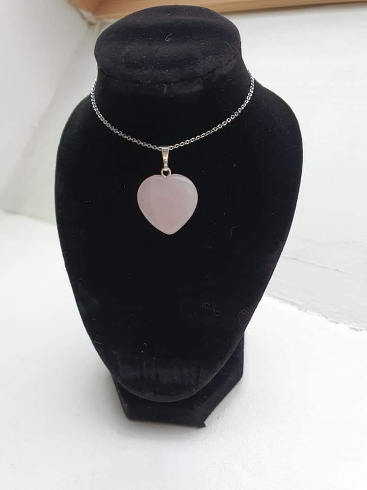 coeur-quartz-rose-collier